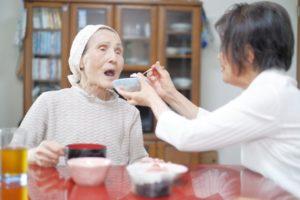 食事介助のあれこれ、在宅介護や仕事でも活用